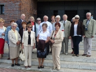 Przyjezdni uczestnicy uroczystości z Ks. Prałatem i Urszulą Przesław