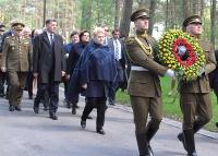 Ponary 8.05.2015 - Prezydent Litwy składa kwiaty w kwaterze polskiej