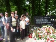 4 pokolenia rodziny J. Jednaszewskiego przy pomniku